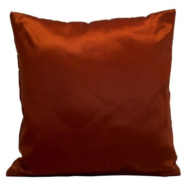 Kvalitní saténový povlak na polštář červené barvy