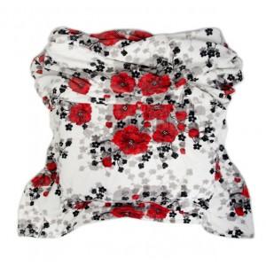 Teplá deka s motivem červených květů