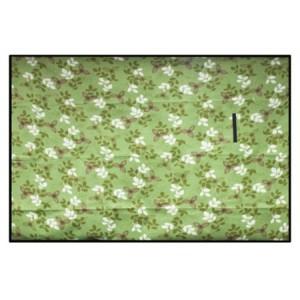 Zelená pikniková deka s květovým motivem