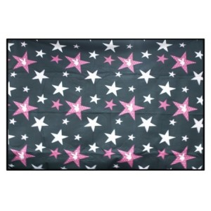 Plážová deka černé barvy s růžovými hvězdičkami