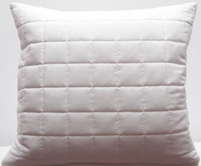 Prošívaný povlak na polštář bílé barvy