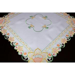Bílé ubrusy na jídelní stůl