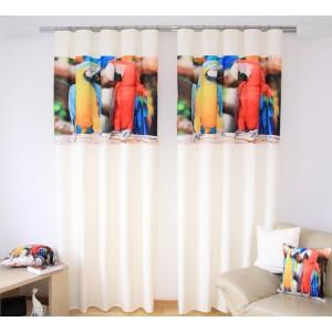 Závěsy na okna krémové barvy s potiskem žlutého a červeného papouška