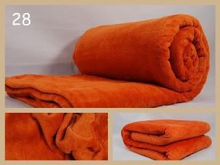 Teplé deky na postel cihlové barvy
