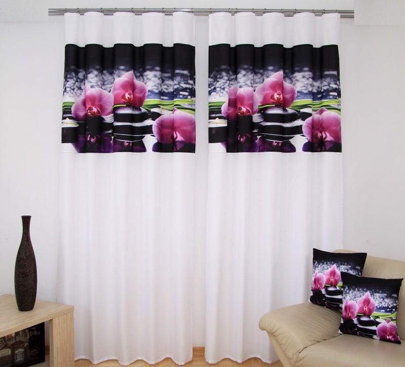 Bílá luxusní záclona s černým motivem růžových orchidejí