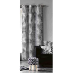 Moderní dekoratívní závěsy se vzorem