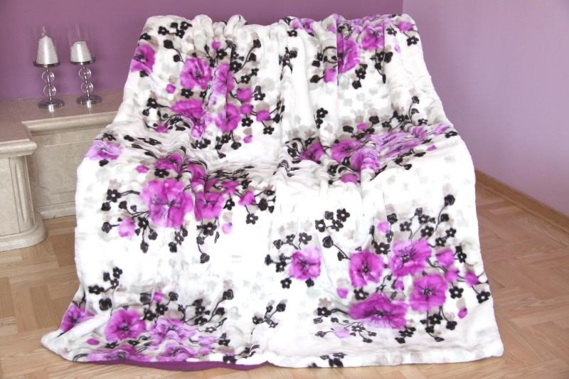 Bílá deka s květinami