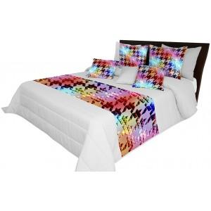 Šedý přehoz na postel s barevným vzorem