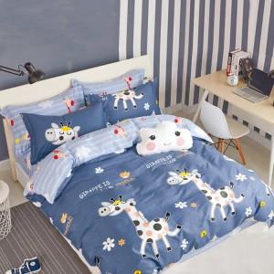 Dětské povlečení na postel v modré barvě s motivem žirafy