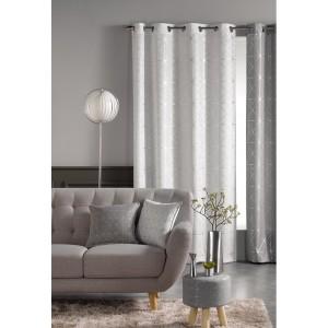 Luxusní hotové závěsy bílé barvy se stříbrným vzorováním