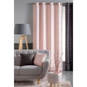 Moderní závěsy do obýváku v růžové barvě v norském stylu se vzorováním