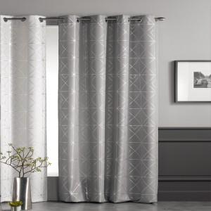 Stylové závěsy v světle šedé barvě se stříbrným vzorováním