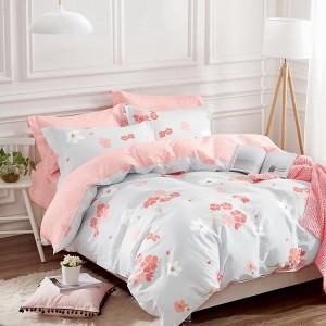 Originální světle šedé povlečení na postel s růžovými květy