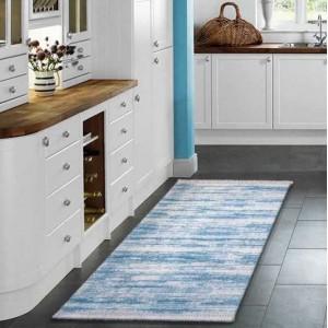 Moderní kuchyňský koberec v modré barvě