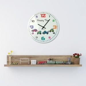 Bílé hodiny na stěnu do dětského pokoje s barevným ciferníkem a autíčky