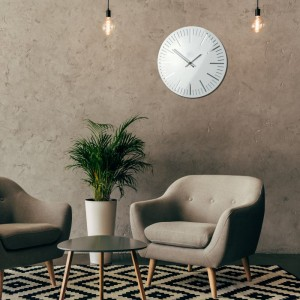Moderní hodiny na stěnu v bílé barvě do obývacího pokoje