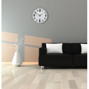 Retro hodiny na stěnu v bílé barvě s černým ciferníkem