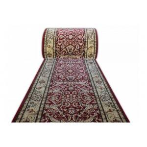 Široký metrážny koberec v červené barvě