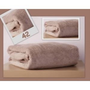 Měkká jemná deka tělové barvy