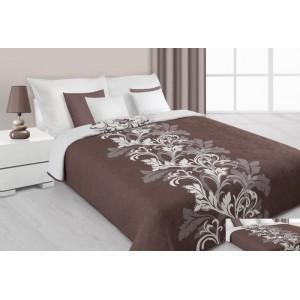 Přehoz na postel hnědé barvy s krémovými květy