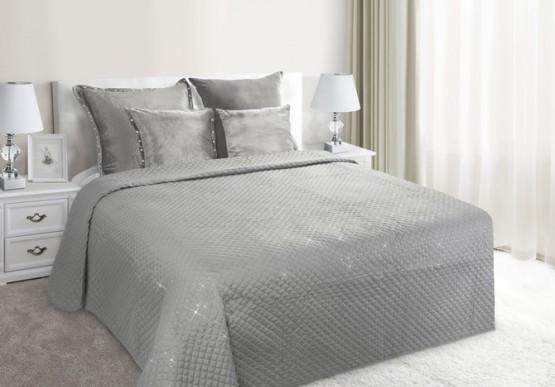 Stříbrné prošívané přikrývky na postel
