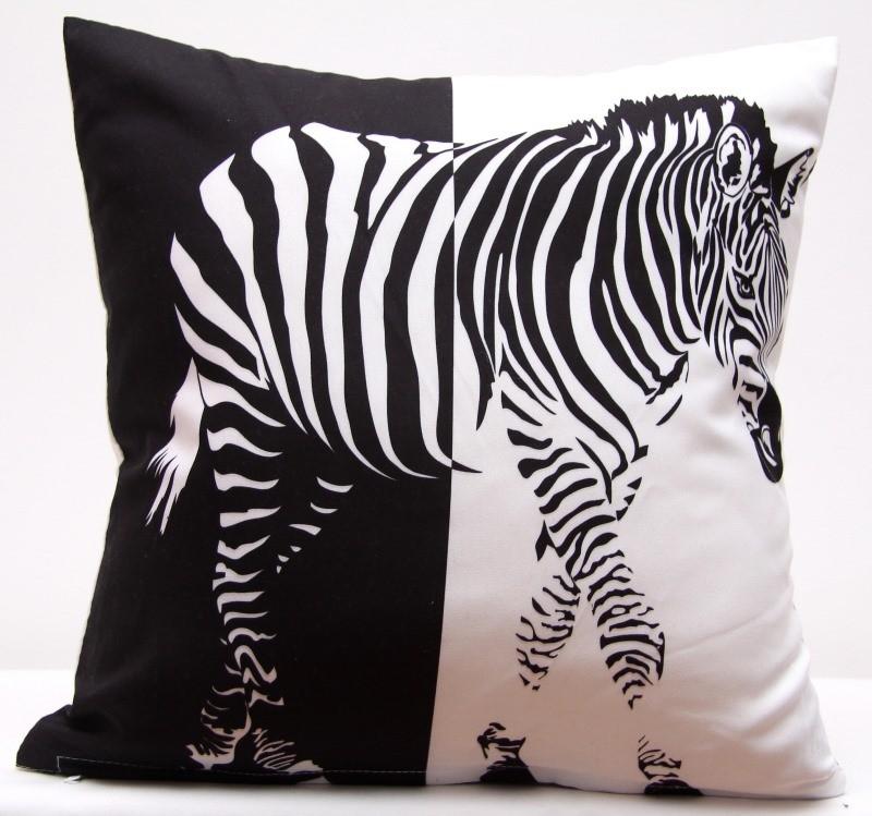 Černo bílá povlak na polštář s motivem zebry