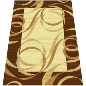 Pruhovaný koberec hnědý