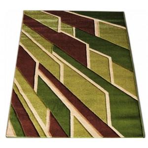Zelený koberec na chodbu s hnědým vzorem