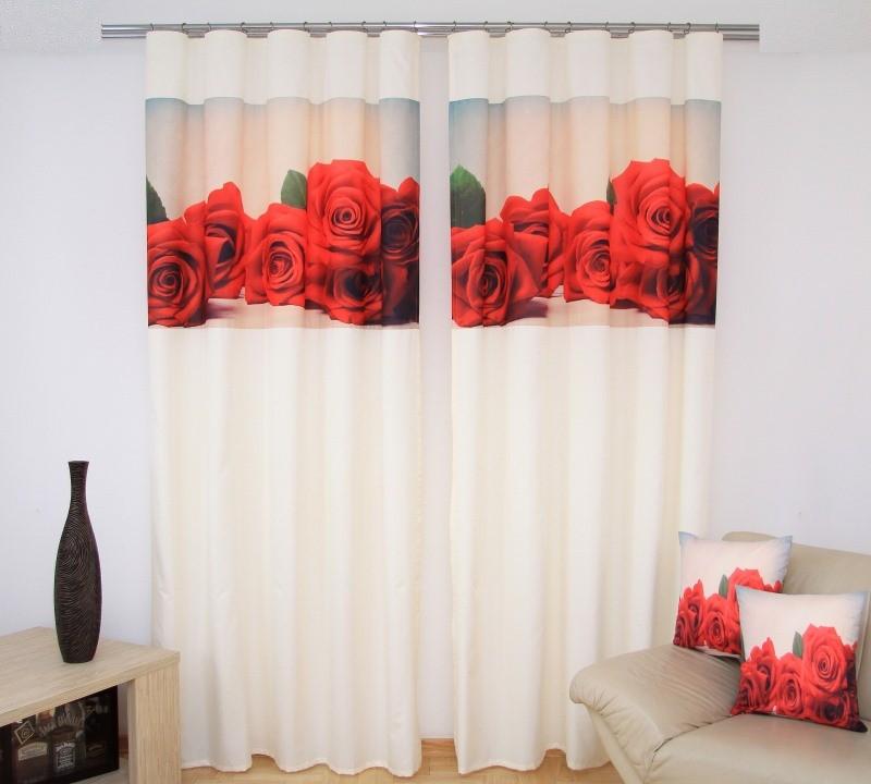 Smetanový závěs s červenou růží