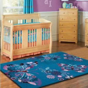 Tyrkysový koberec do dětského pokoje s motýly