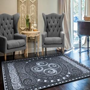 Stříbrný koberec se vzorem