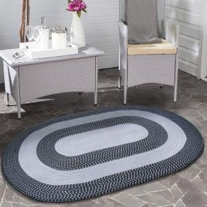 Černý koberec do obýváku oválný