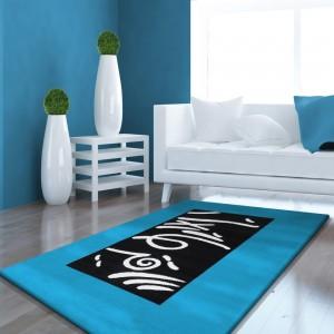 Tyrkysový koberec do ložnice