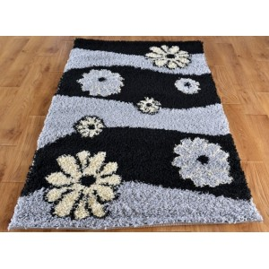 Šedě černý koberec shaggy s motivem květů