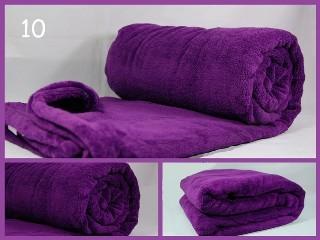 Jemná hřejivá deka tmavě fialové barvy