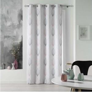 Bílé závěsy na okna s jemným vzorem