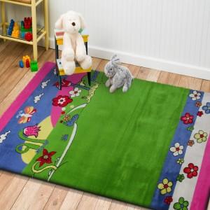 Zeleno růžový koberec s dětským motivem přírody