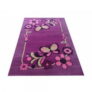Fialový dětský koberec s motýlky