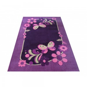 Koberec do dívčího pokoje ve fialové barvě