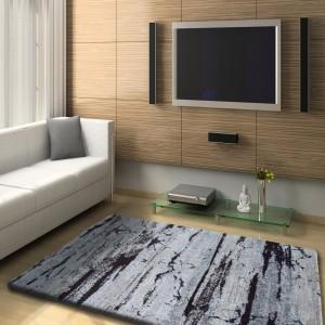 Kvalitní hnědý koberec se speciálním vláknem