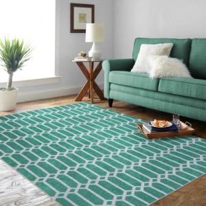 Krásný koberec v zelené barvě s ornamentem