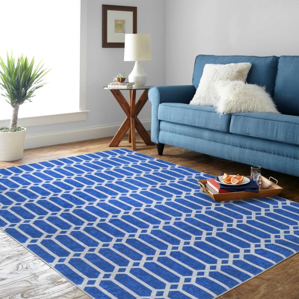 Stylový modrý koberec do obýváku