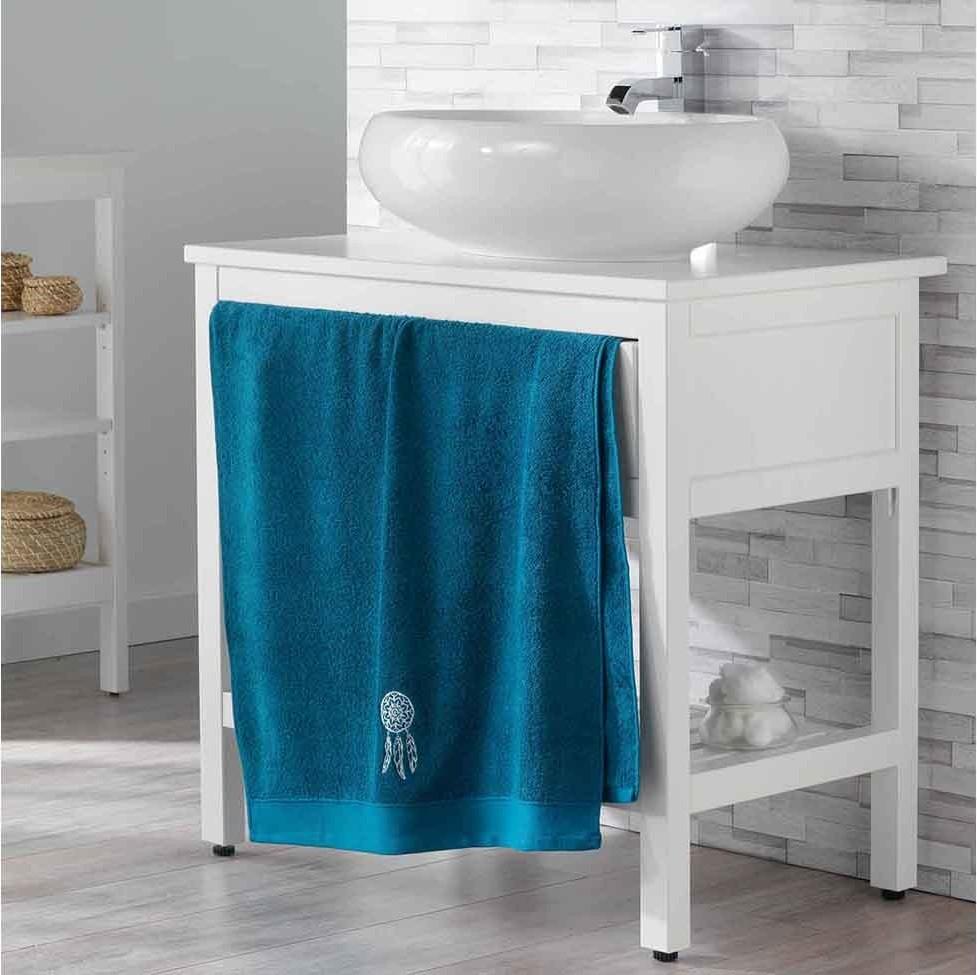 Tmavě modrý ručník s vyšívaným vzorem 70 x 130 cm