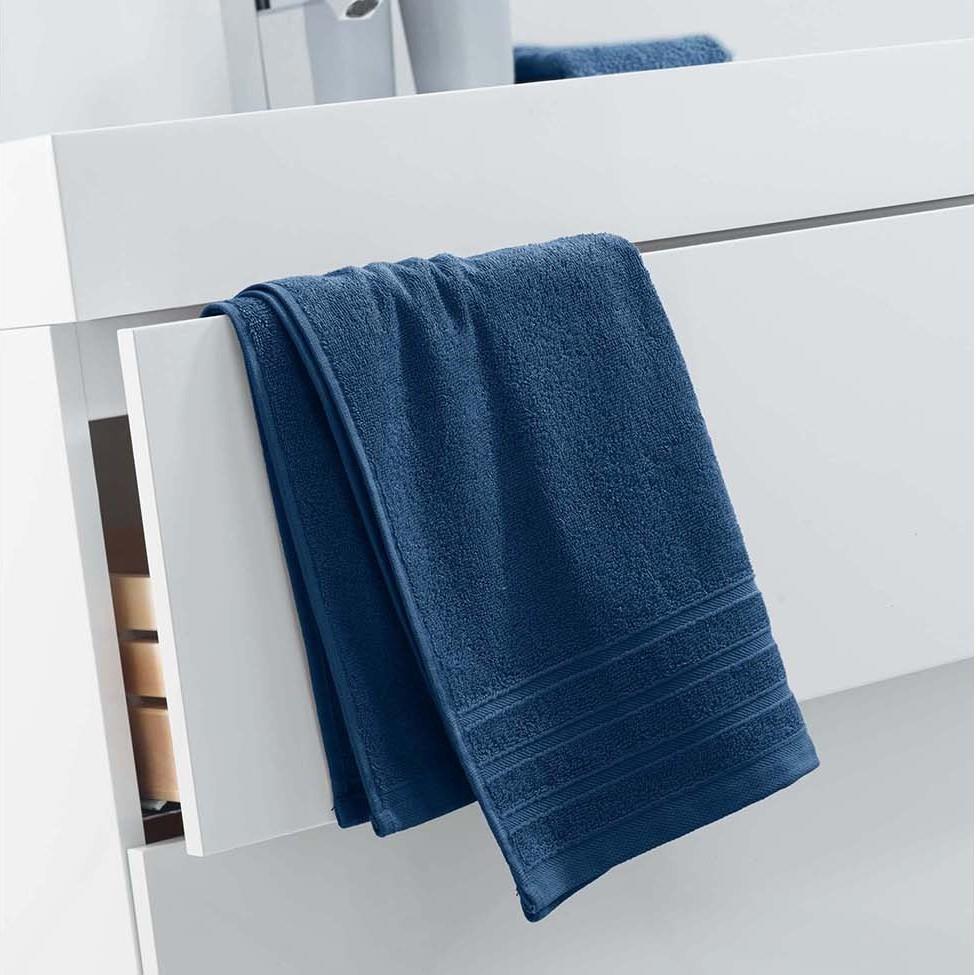 Tmavě modrá velká osuška z bavlny 50 x 90 cm