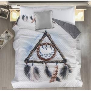 Šedě bílý přehoz na postel s lapačem snů
