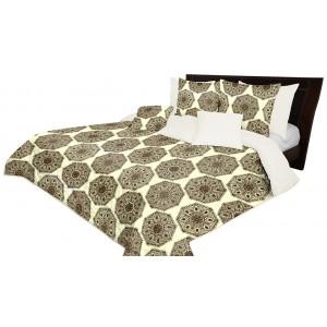 Oboustranný přehoz na postel s ornamentem