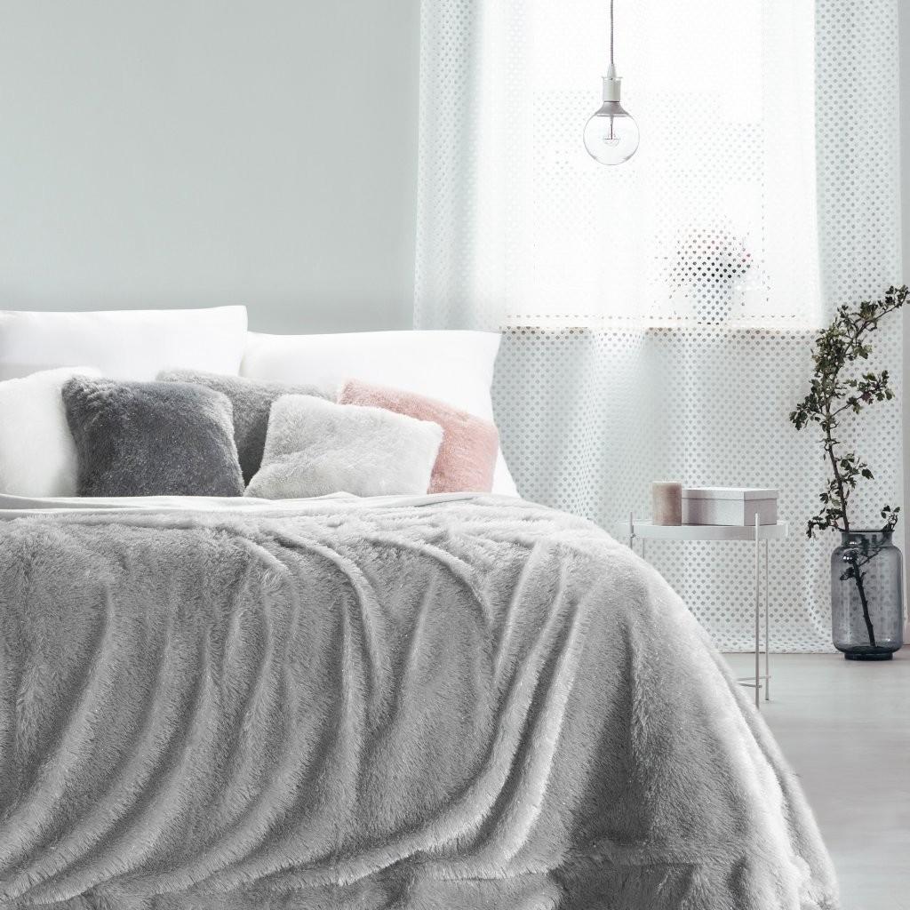 Šedá chlupatá deka do ložnice 170x210 cm