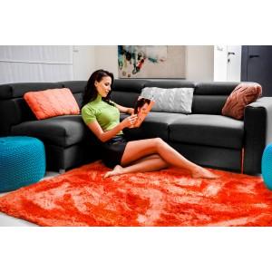Luxusní plyšový koberec korálové barvy