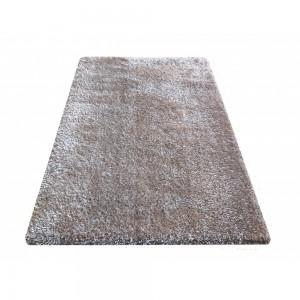 Kvalitní kusový koberec v barvě kapučíno