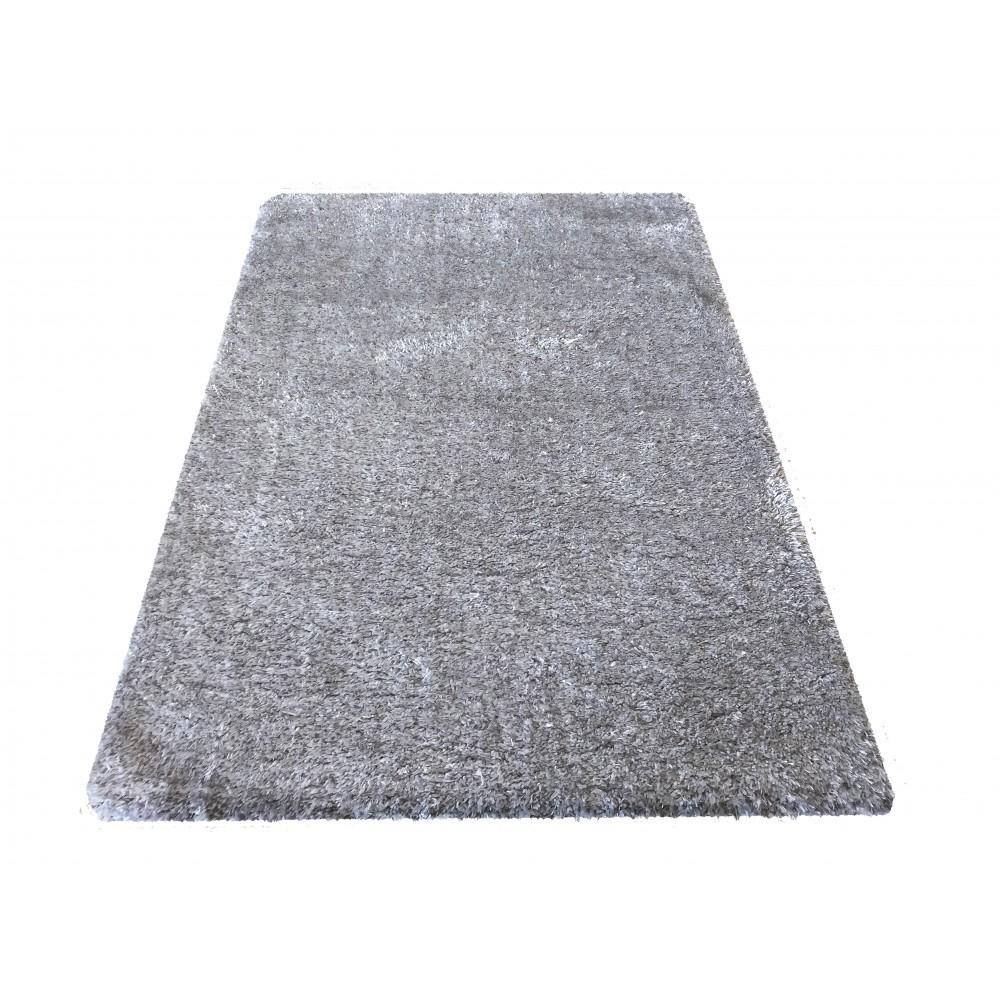 Šedý koberec s vysokým vlasem